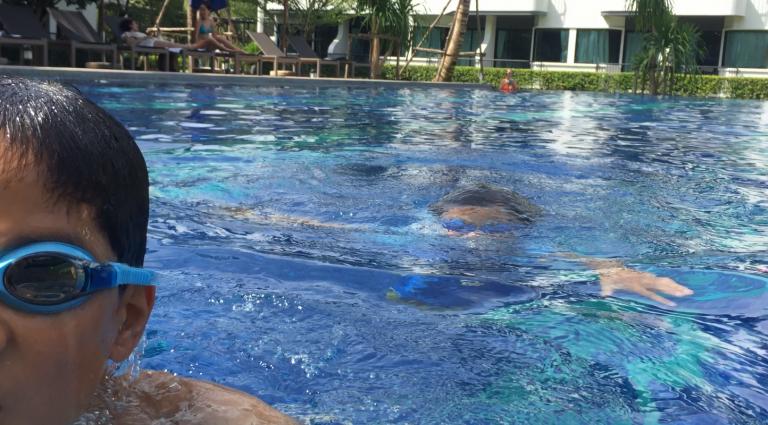 ホリデイインエクスプレス・クラビのプールは子連れには鉄板