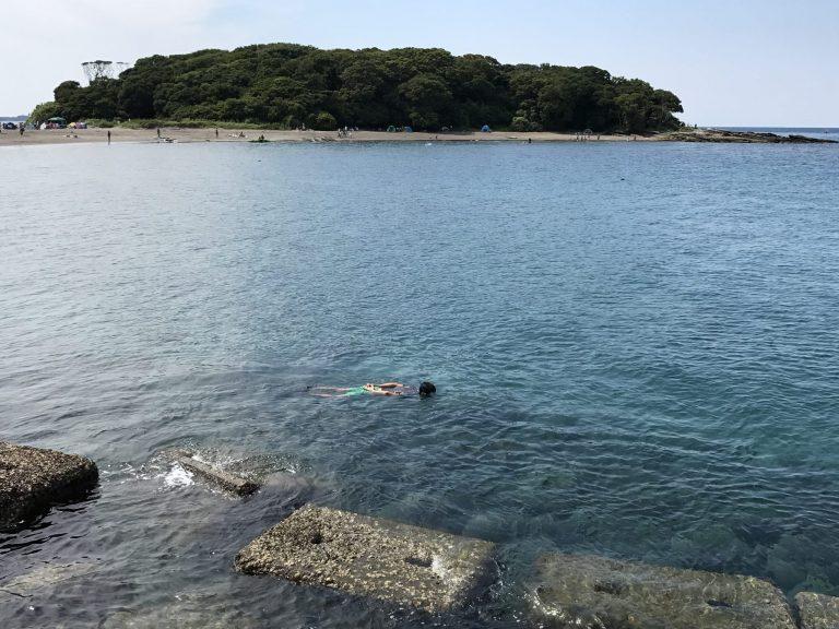 おじさんが沖ノ島でシュノーケリング