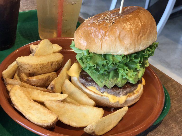 イオン株主総会でもらった券でハンバーガーを食べる